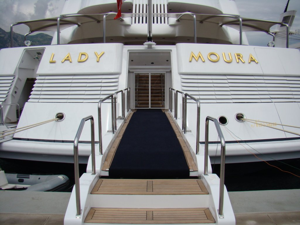 Lady Moura entrance