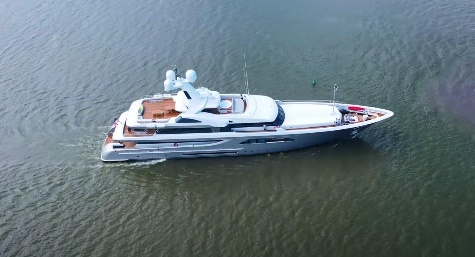 superyacht W