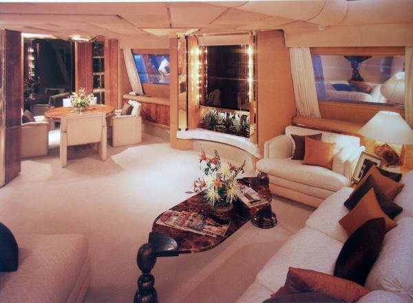 Kingdom 5KR yacht interior
