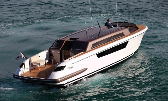 tender to Topaz yacht