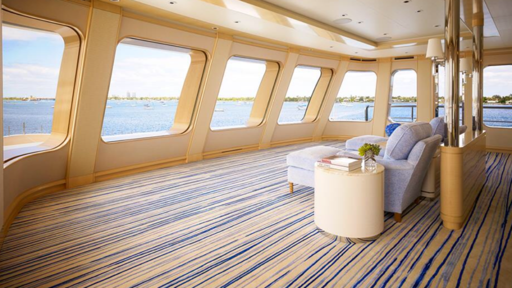 yacht Aquarius interior