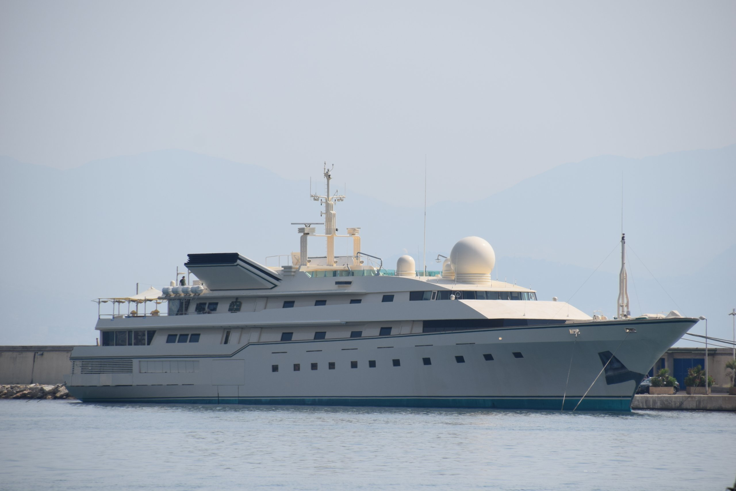 Kingdom 5KR yacht