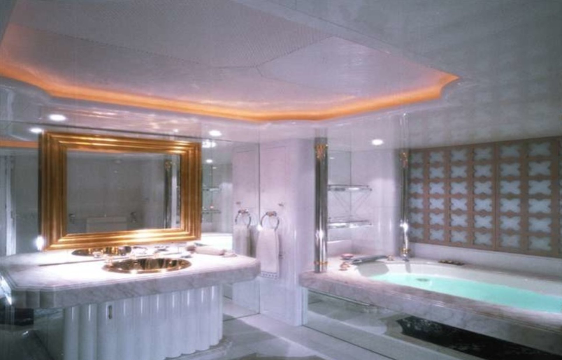 yacht Alwaeli interior