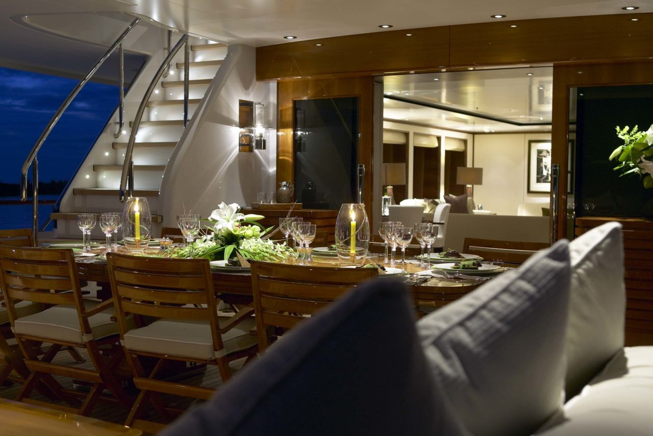 yacht Drizzle interior