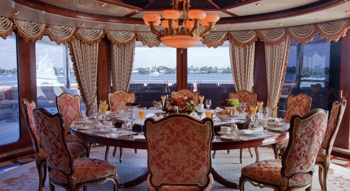 yacht Horizons interior