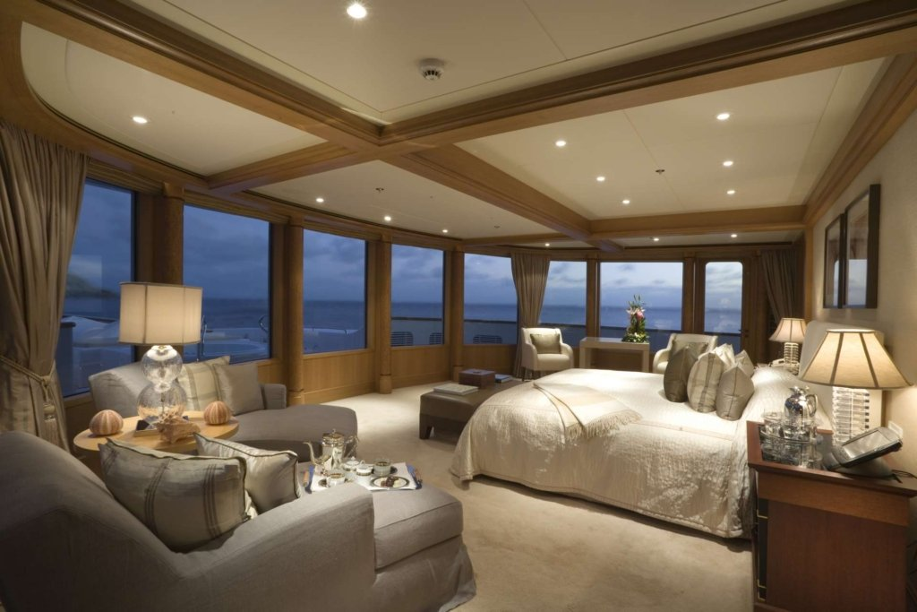 yacht Utopia interior