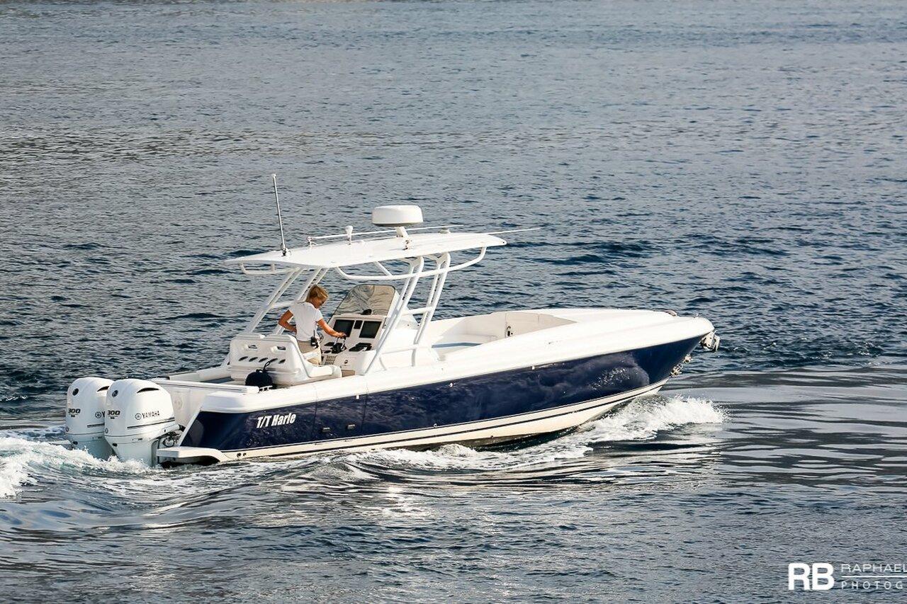 Tender to Harle (327 Cuddy) - 9,75m - Intrepid Powerboats