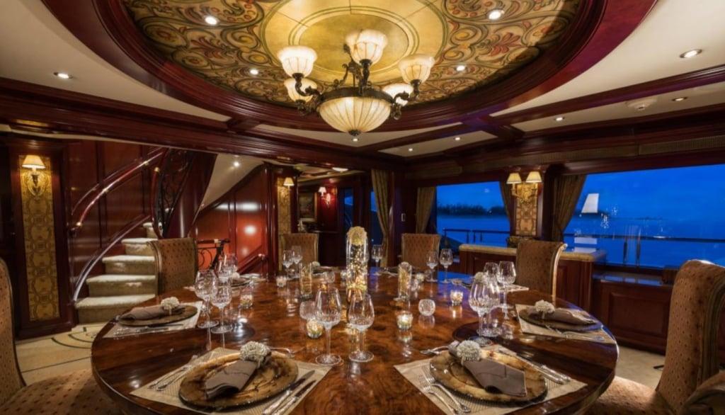 yacht Amarula Sun interior