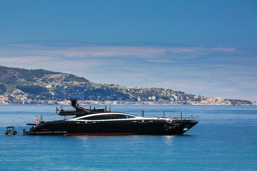 yacht Black Legend - 50m - Overmarine