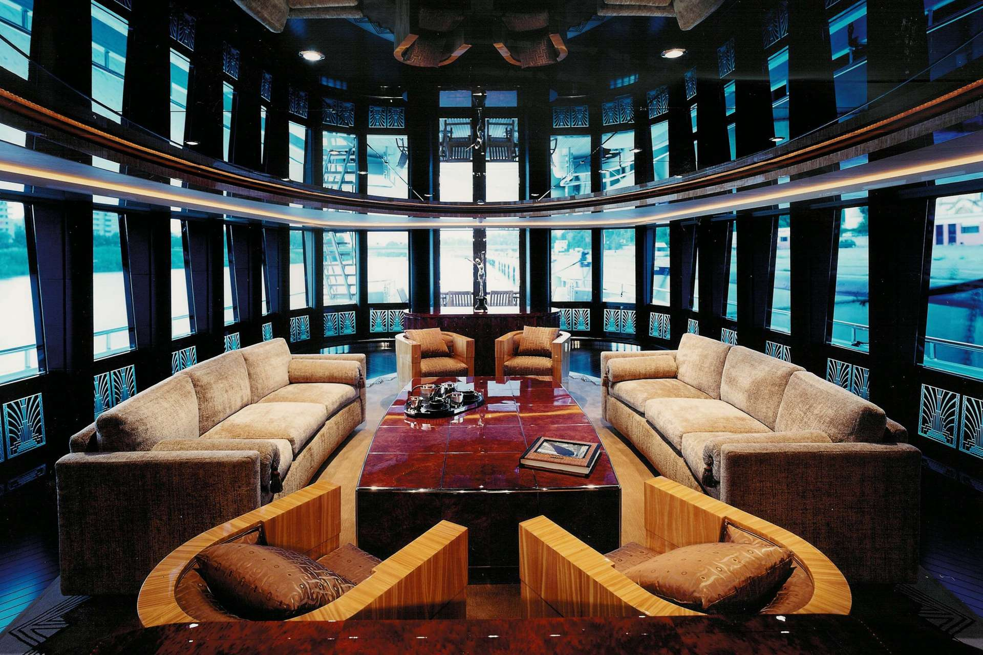 yacht Kisses interior