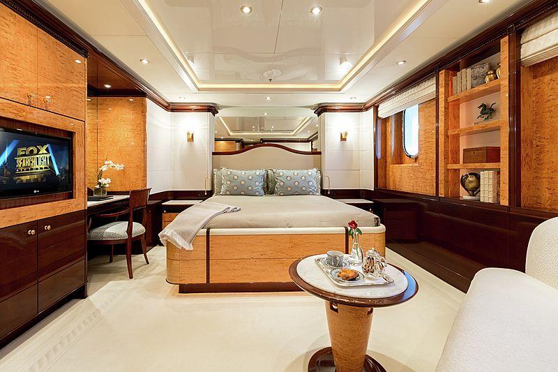 yacht Lucky Lady interior