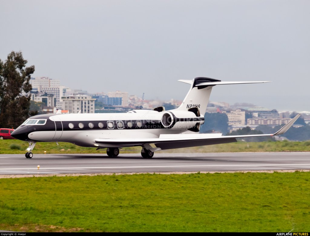 N211HS G650 Howard Schultz