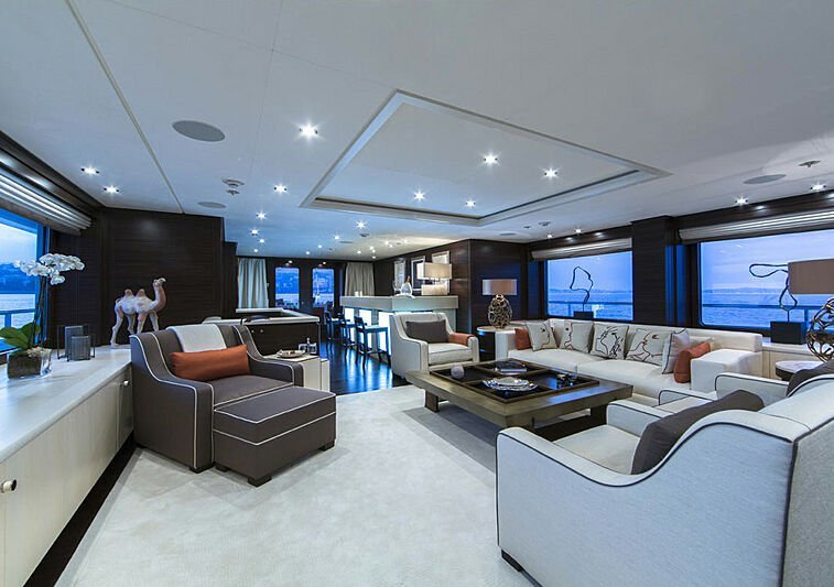 Yacht 4You interior