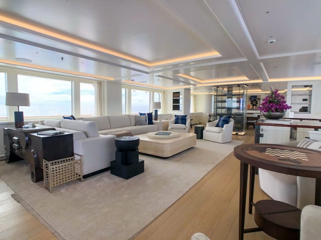 yacht-Broadwater-interior