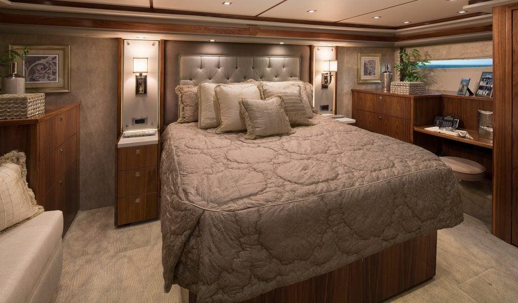 yacht Catch 23 interior