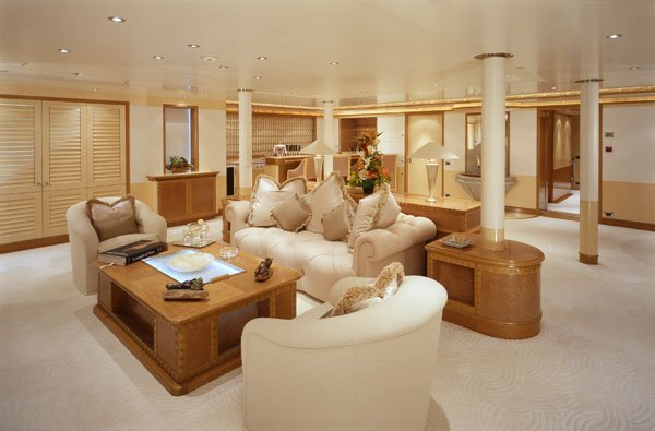 yacht Lightning interior