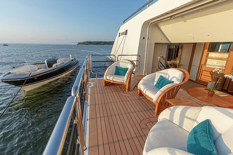yacht Lunsea interior