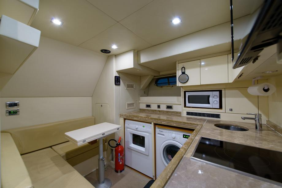 yacht Leading Fearlessly interior
