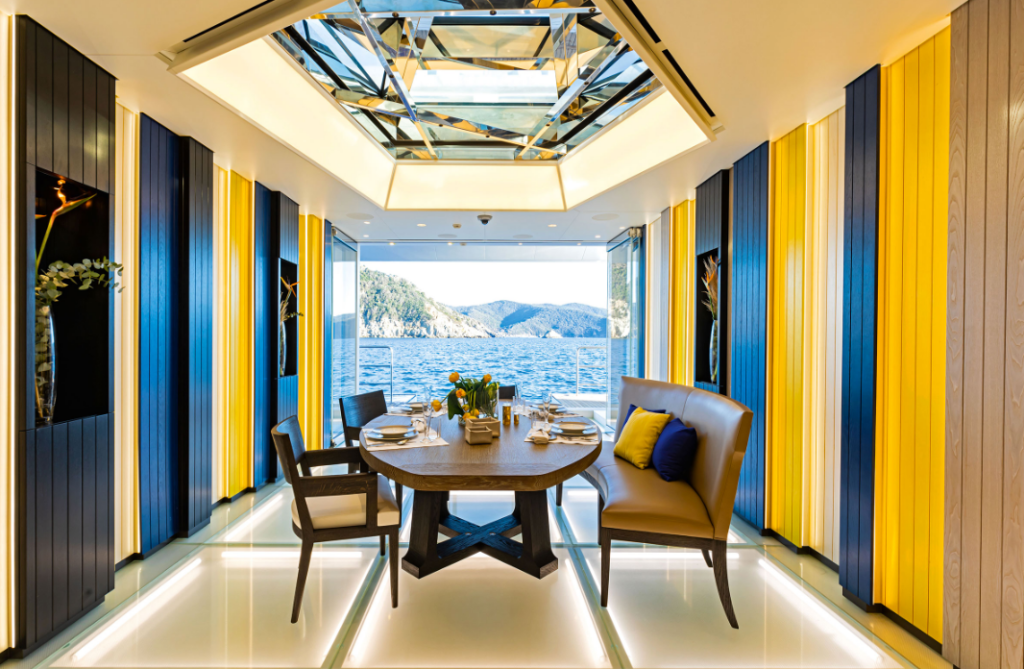 yacht Luminosity interior