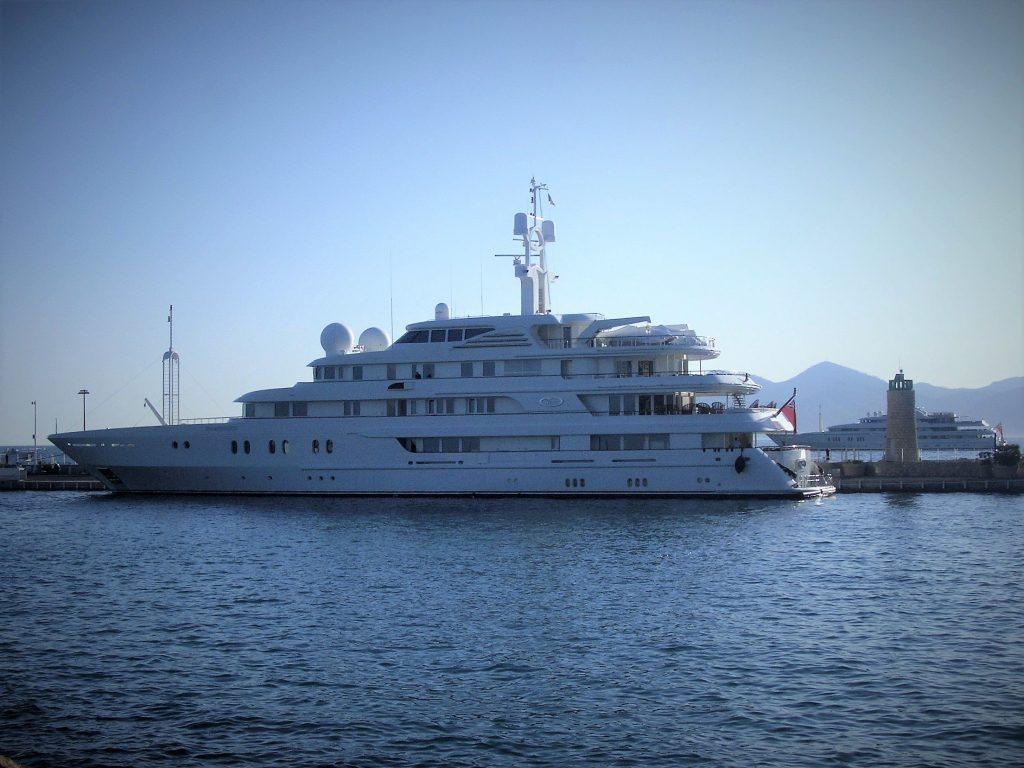 yacht Tueq