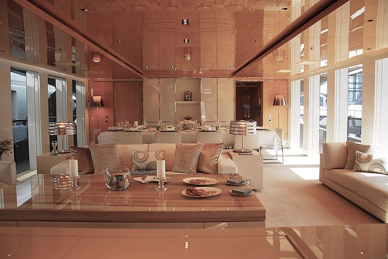 yacht Belongers interior