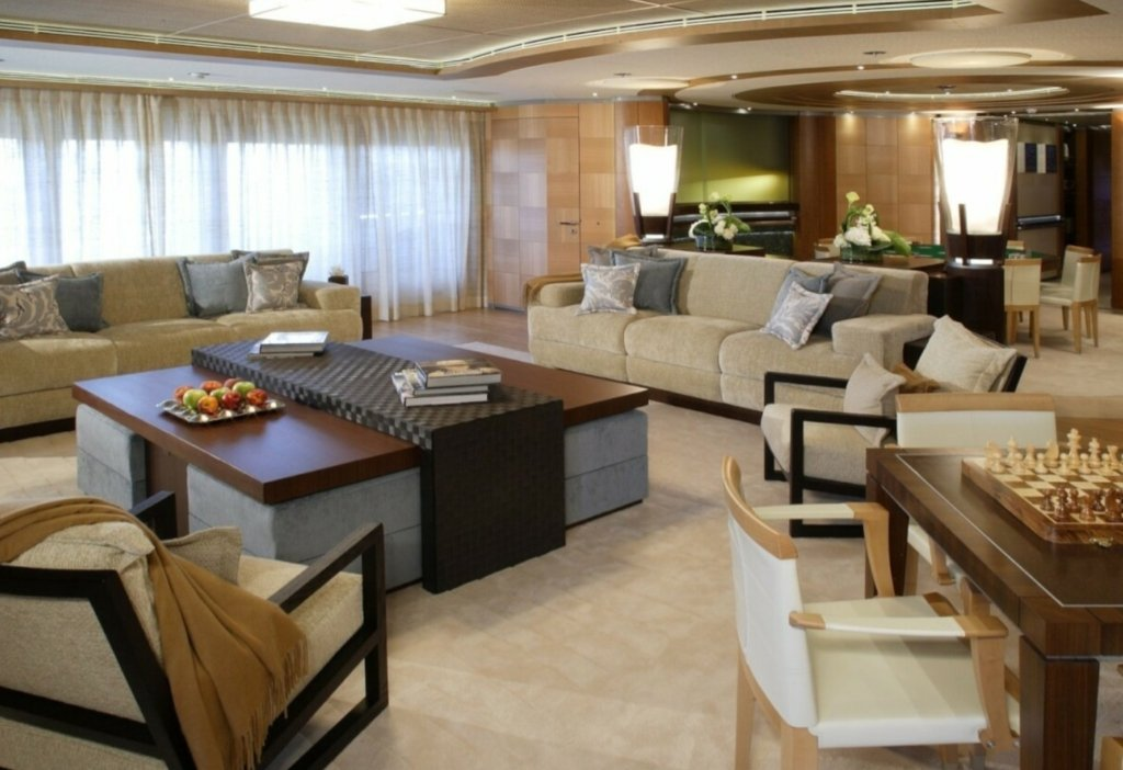 yacht Wheels interior