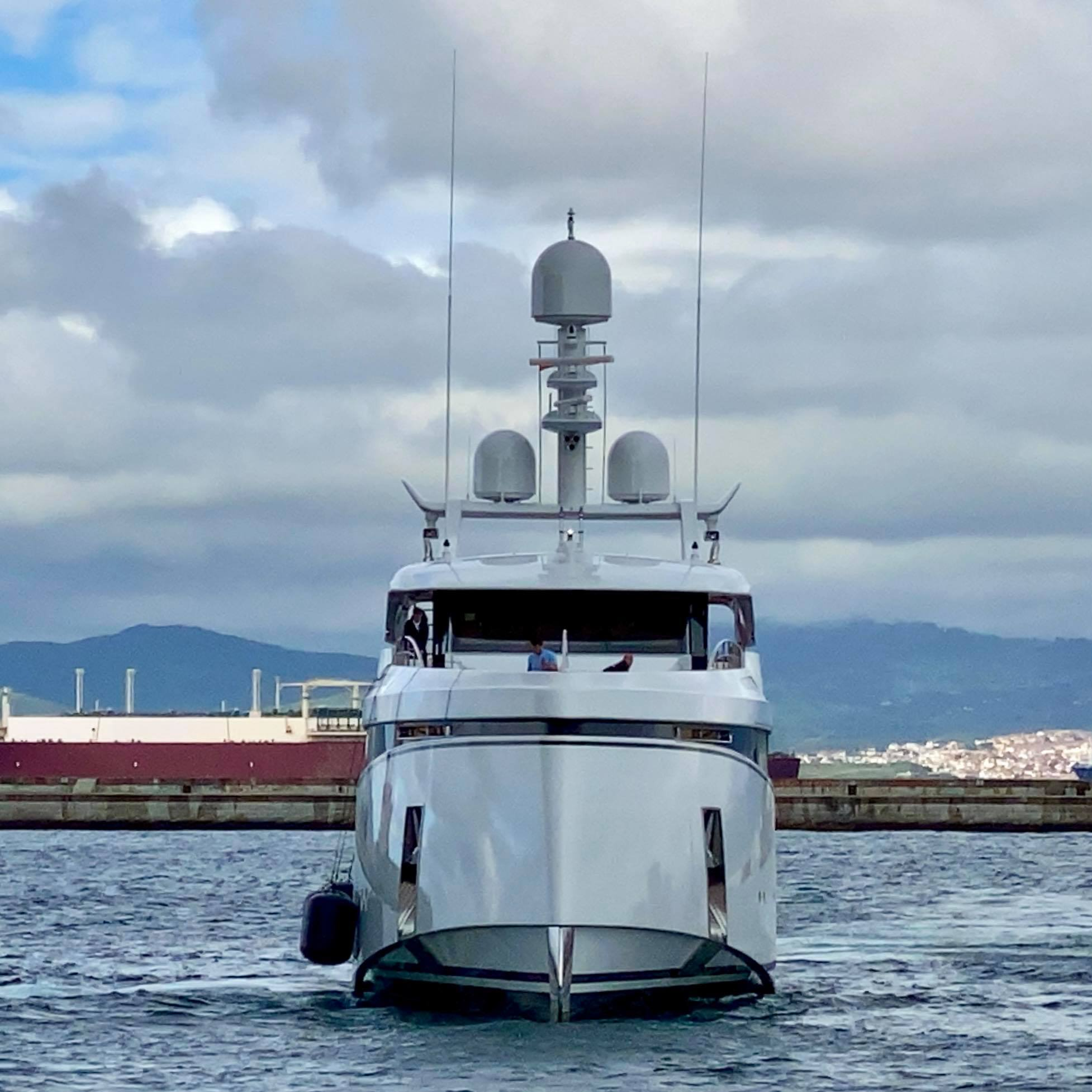 yacht Totally Nuts – Feadship – 2021 – Sarkis Izrmirlian
