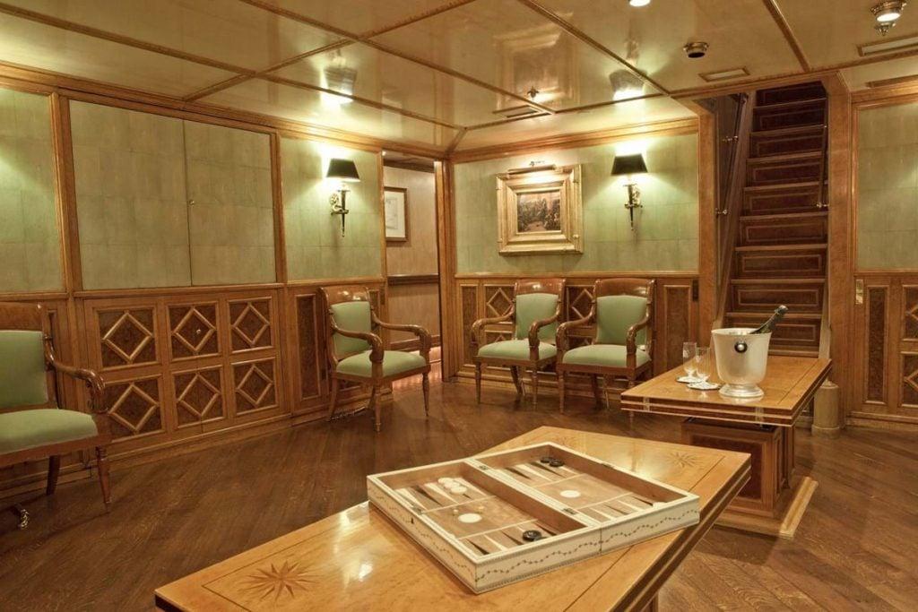 Sailing yacht Creole interior