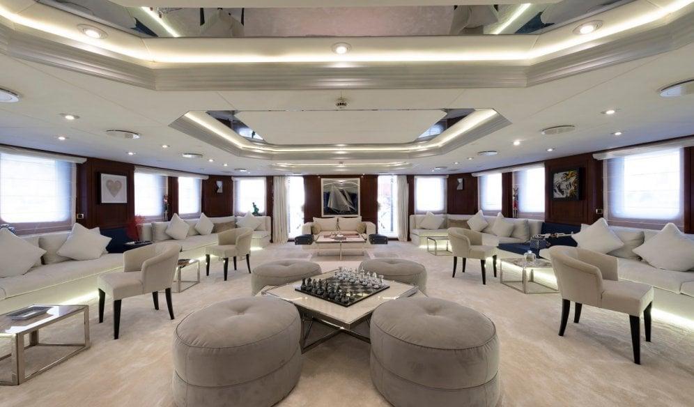 yacht Chakra interior